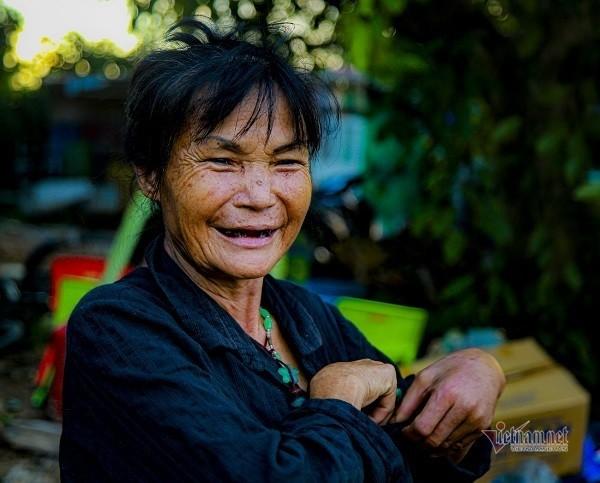 Nhung phan doi lenh denh giua song Hong khong dam len bo-Hinh-3