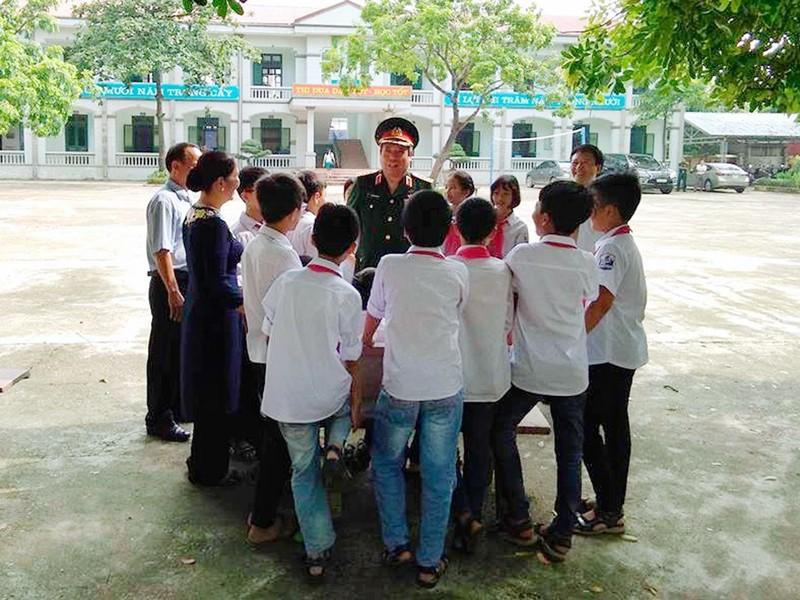 Dai tuong Phung Quang Thanh va nguoi thu truong cu-Hinh-3