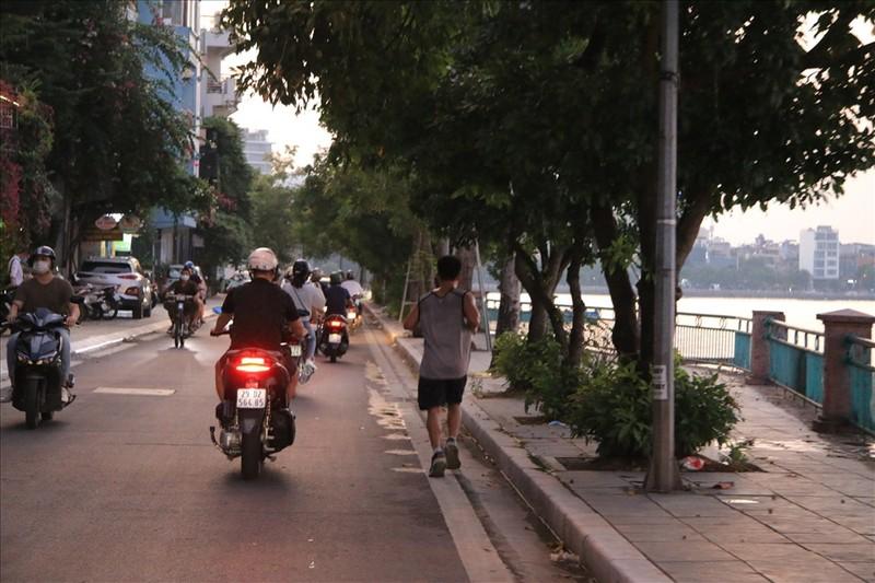 Nguoi dan Ha Noi do xo di tap the duc du chua duoc phep-Hinh-9