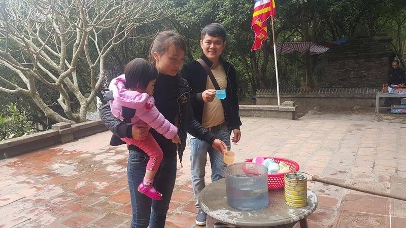 Dan dua nhau ve uong nuoc gieng Ngoc 700 nam o Hai Duong-Hinh-12