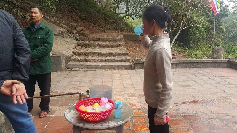 Dan dua nhau ve uong nuoc gieng Ngoc 700 nam o Hai Duong-Hinh-14