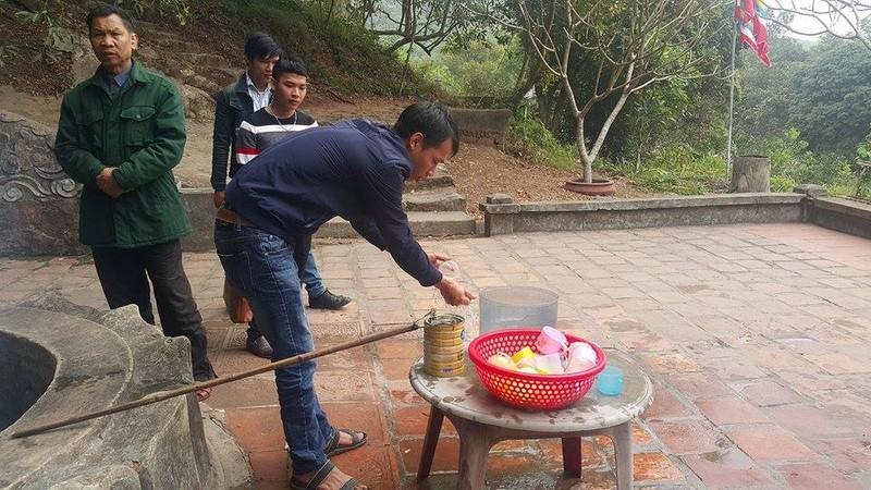 Dan dua nhau ve uong nuoc gieng Ngoc 700 nam o Hai Duong-Hinh-8
