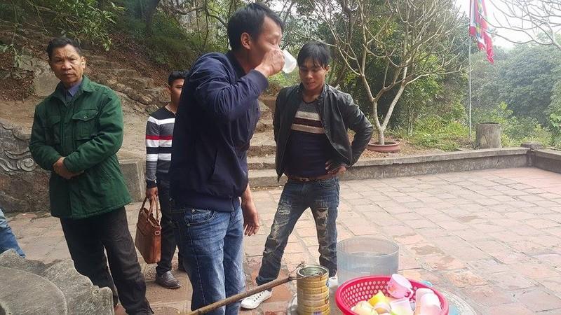 Dan dua nhau ve uong nuoc gieng Ngoc 700 nam o Hai Duong-Hinh-9