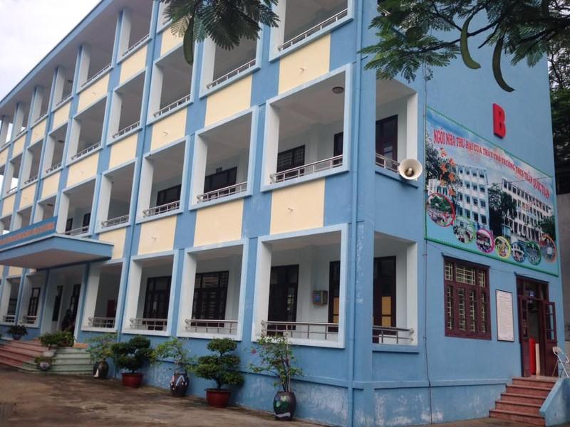 Quang Ninh: Hoc sinh lop 6 bi nga tu tang 4 xuong dat