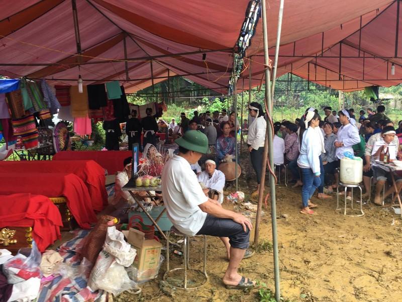 Tang thuong tai vu sat lo nui tai Hoa Binh: Nguoi chet khong co cho lam dam tang-Hinh-6