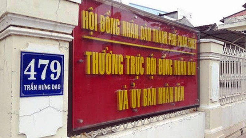 Tham muu cap dat cho cha, Pho Chu tich UBND TP Phan Thiet bi canh cao