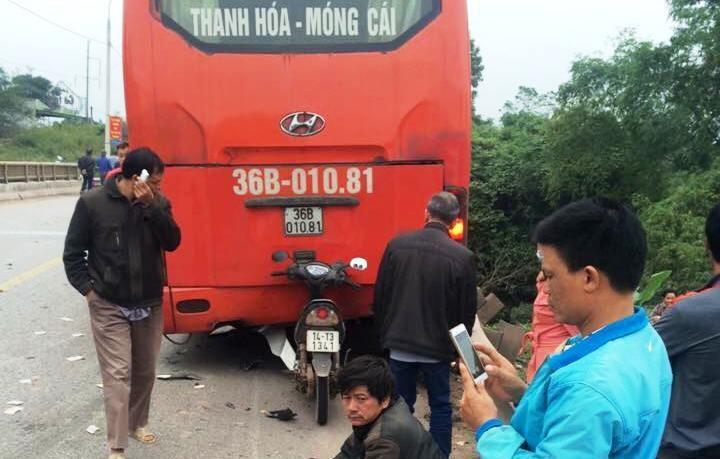 Quang Ninh: Tai nan lien hoan xe khach va 2 xe may, 1 nguoi tu vong-Hinh-2