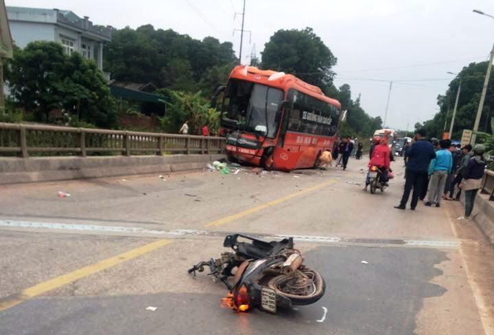Quang Ninh: Tai nan lien hoan xe khach va 2 xe may, 1 nguoi tu vong