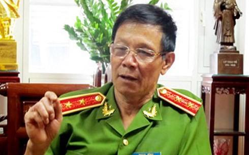 Ong Phan Van Vinh giup ong Hoa to chuc duong day danh bac nghin ty the nao?
