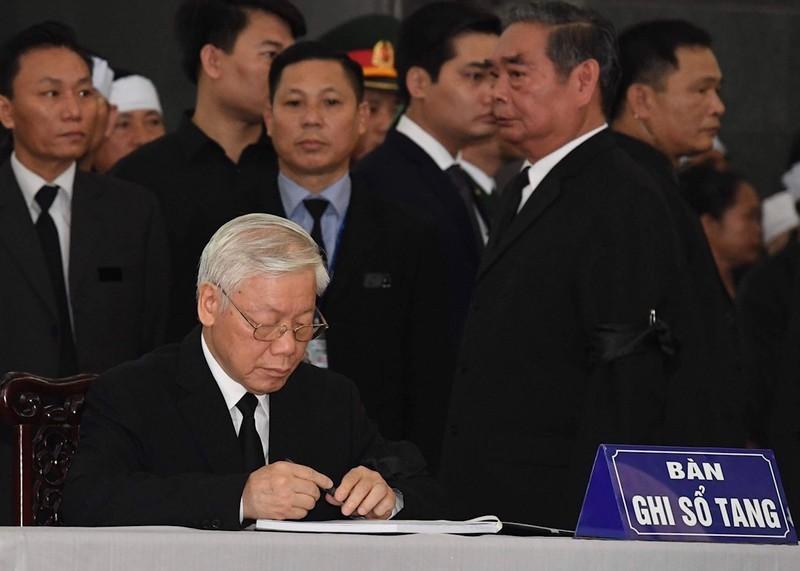 Quoc tang Chu tich nuoc Tran Dai Quang: Nhung dong so tang day xuc dong-Hinh-2
