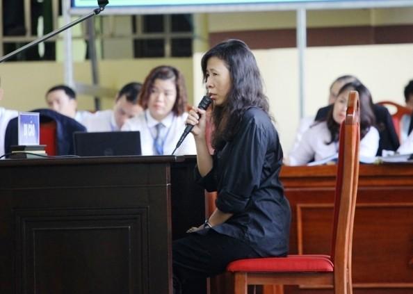 Xet xu vu danh bac nghin ty: Chi ho Phan Sao Nam khoc hoi han