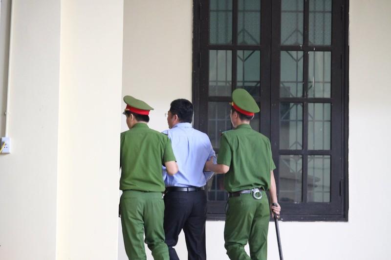 """Xet xu vu danh bac nghin ty: """"Trum"""" Nguyen Van Duong """"chem gio"""" CNC la don vi nghiep vu"""
