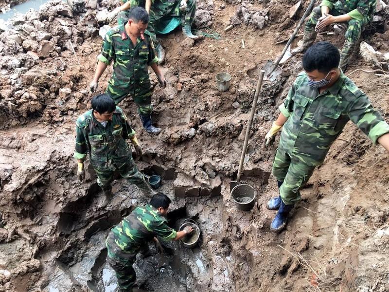 Hai Duong: Phat hien hang tram qua bom bi tai dat nha mot ho dan-Hinh-2