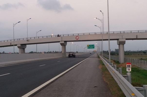 Kinh hoang nan nem da o to tren cao toc Ha Long - Hai Phong