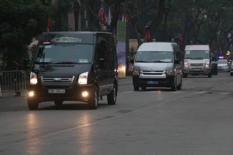 Ong Kim Jong-un tham Dai su quan Trieu Tien tai Ha Noi-Hinh-4