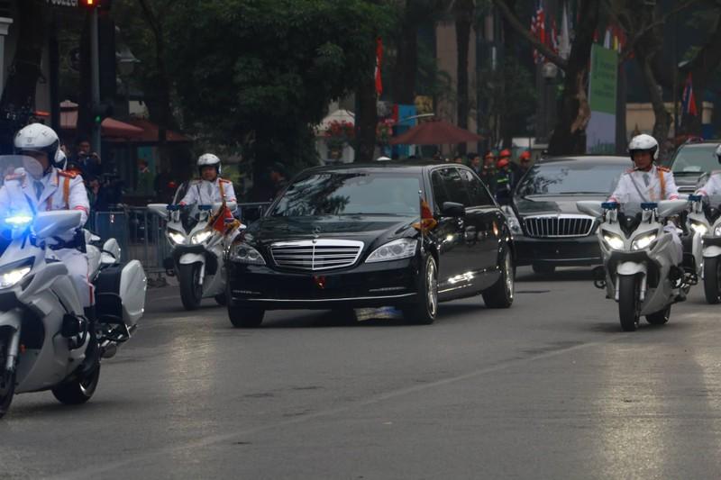 Ong Kim Jong-un tham Dai su quan Trieu Tien tai Ha Noi-Hinh-5