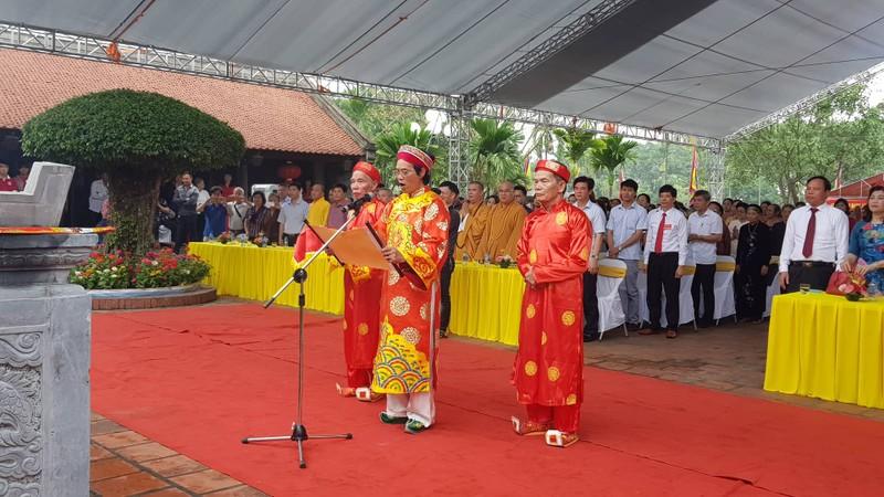 "Hang nghin nguoi du le hoi den Bia, tuong nho vi ""Thanh thuoc Nam"" Tue Tinh"