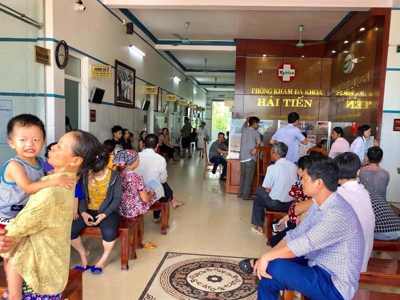 60 du khach cap cuu nghi ngo doc thuc pham o bien Hai Tien