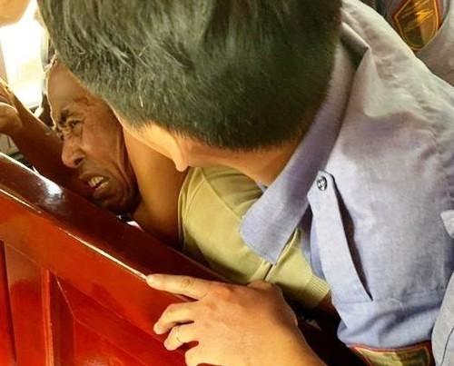 Chong bao hanh vo tren tau SE8: Hen lam, bo di... khong tiec!