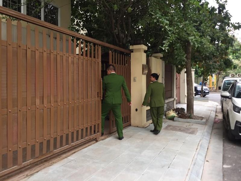 Vu Nhat Cuong: Khoi to, bat giam Chanh van phong thanh uy Ha Noi