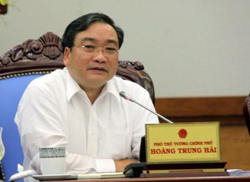 Bo Chinh tri ky luat canh cao Bi thu Ha Noi Hoang Trung Hai