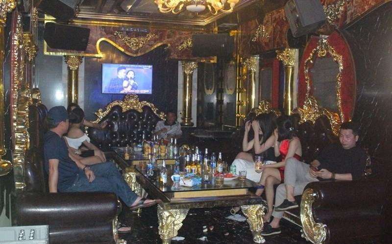 Hai Phong: Ky cam ket dung hoat dong, Karaoke Hung Tien van dieu nu nhan vien tiep khach-Hinh-2