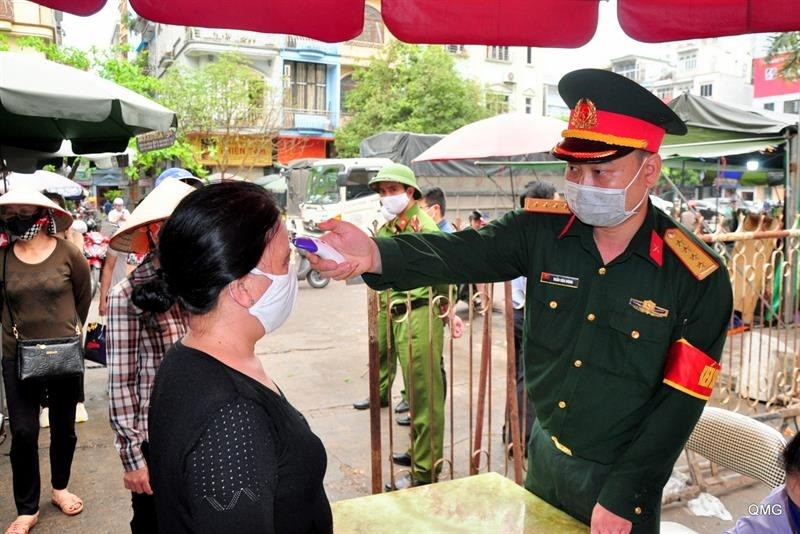 COVID-19: Quang Ninh lap chot o KDC kiem soat, giam sat suc khoe nguoi dan, khach tu 0h 28/3