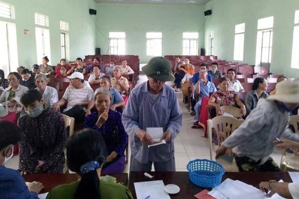 """Thanh Hoa: 2.000 nguoi """"trung"""" danh sach nhan ho tro COVID-19... co khuat tat?"""