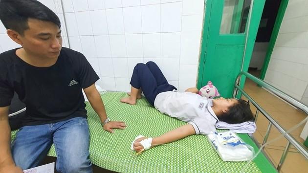 Hoc sinh co bieu hien ngo doc do uong nuoc ngot: TP Hai Phong yeu cau lam ro