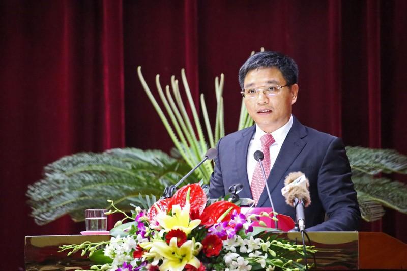 Chu tich tinh Quang Ninh kiem Hieu truong DH Ha Long: Co dung quy dinh?