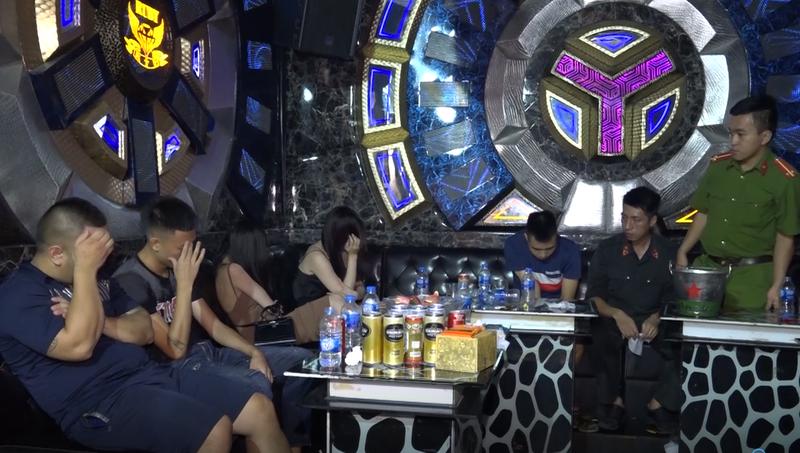 99 nguoi bay lac tai Bar Ruby one va Karaoke Ruby KTV, truy nguon ma tuy-Hinh-2
