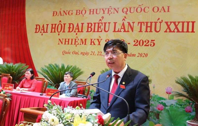 'Truot' Ban chap hanh khoa moi, so phan Chu tich huyen Quoc Oai se ra sao?