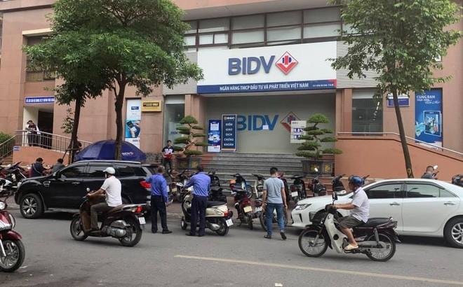 No sung cuop ngan hang BIDV Ha Noi: