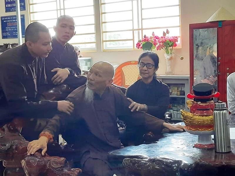 "Tinh that Bong Lai nuoi con chau gia tu thien: Xu hinh su ""ong trum""?"