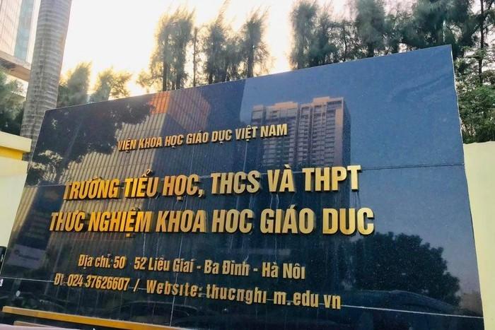 """Bua an co gioi Truong Thuc nghiem Khoa hoc Giao duc: """"Ky luat"""" hieu truong?"""