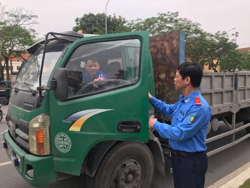 Hai Duong: Lai xe qua tai con chong doi luc luong chuc nang
