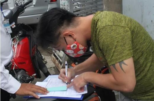 Nhau tren via he khong deo khau trang bi phat 6 trieu: Sao cho thau tinh, dat ly?