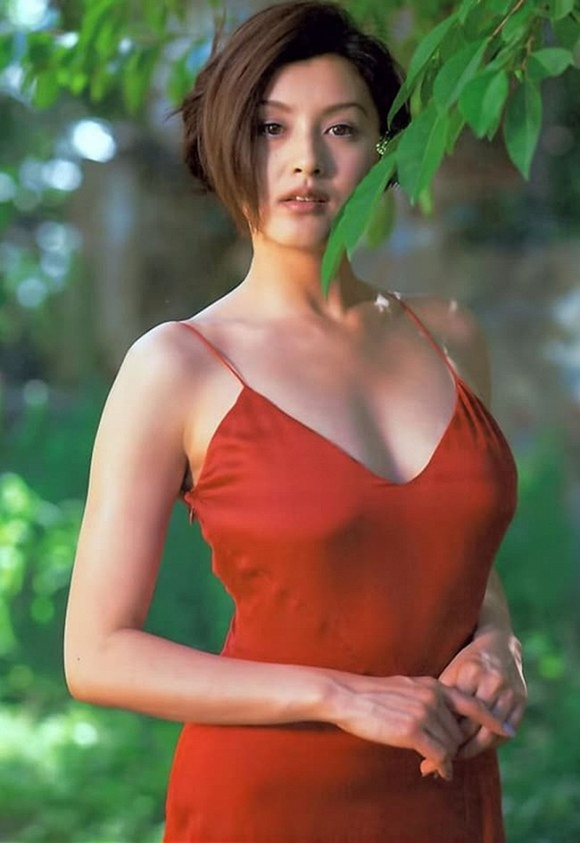 Cuoc song  cua Hoa hau dep nhat Nhat tung khien Quach Phu Thanh me dam