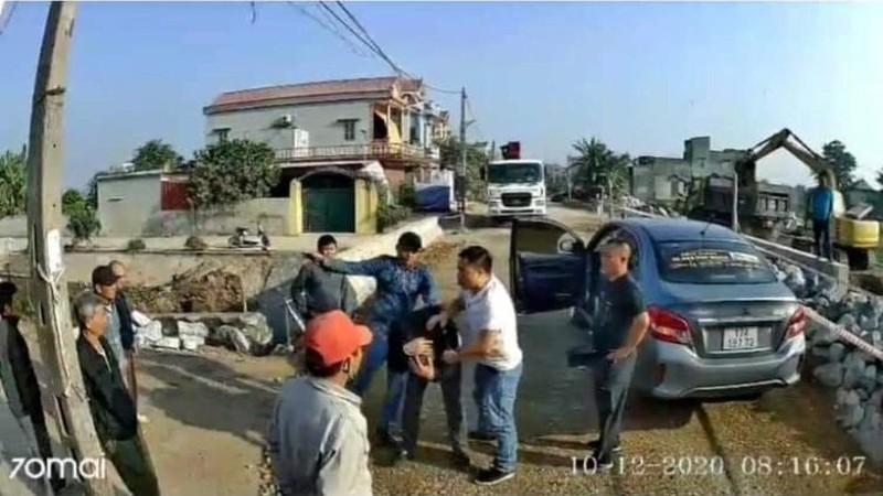 """Tai xe xe khach bi hanh hung o Thai Binh: Trieu tap 3 dan em Cuong """"Du"""""""