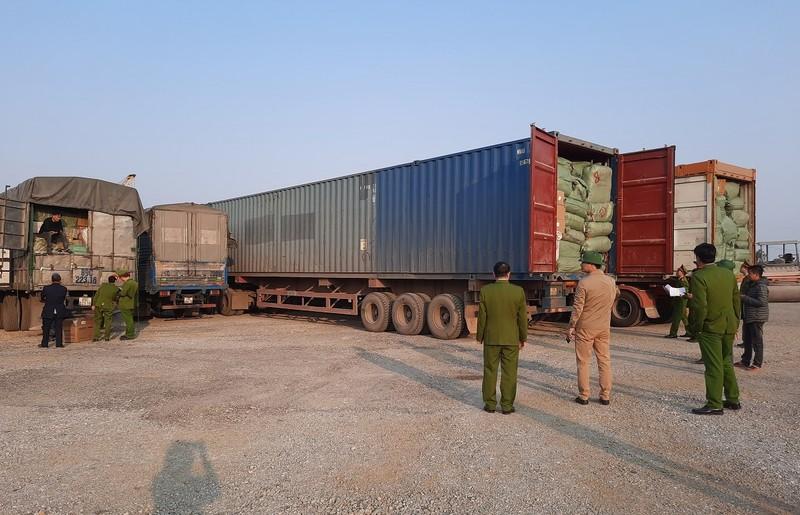 Cuc truong Hai quan Quang Ninh noi ve vu 300 tan hang nghi lau-Hinh-5