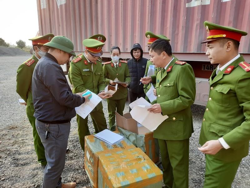 Cuc truong Hai quan Quang Ninh noi ve vu 300 tan hang nghi lau-Hinh-6