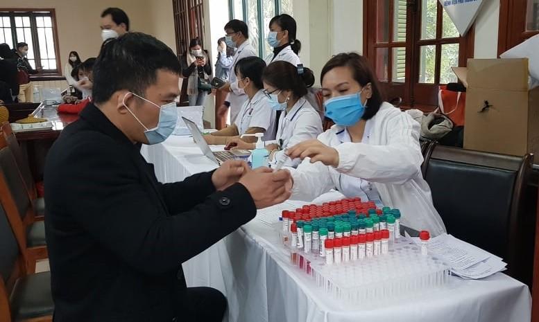 Dai hoi lan thu XIII cua Dang: Hon 10.000 mau xet nghiem lan 2 deu am tinh SARS-COV-2