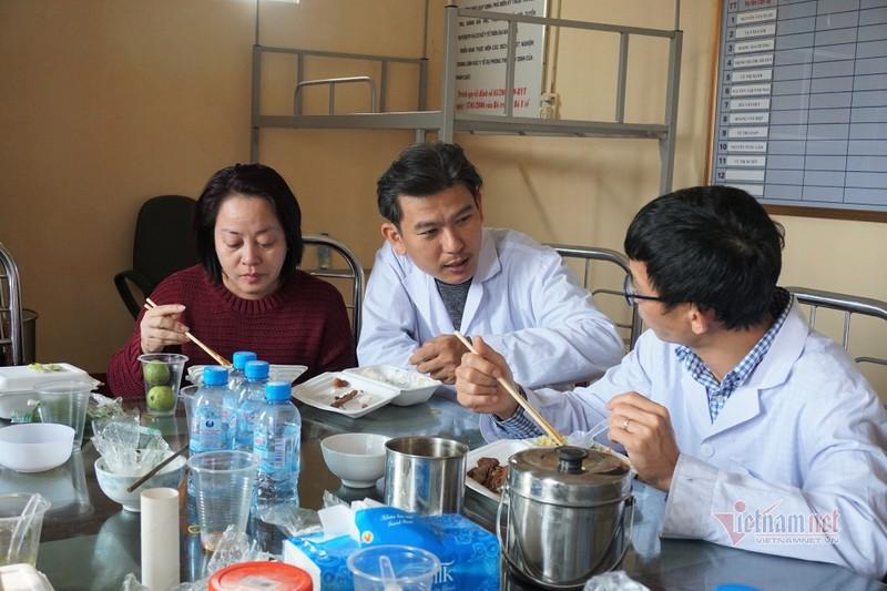 Vo chong chuyen gia vuot 1.600km chi vien xet nghiem cho tam dich Hai Duong-Hinh-3