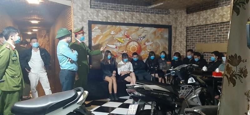 Quan karaoke bat chap hoat dong, 359 truong hop vi pham chong dich-Hinh-2
