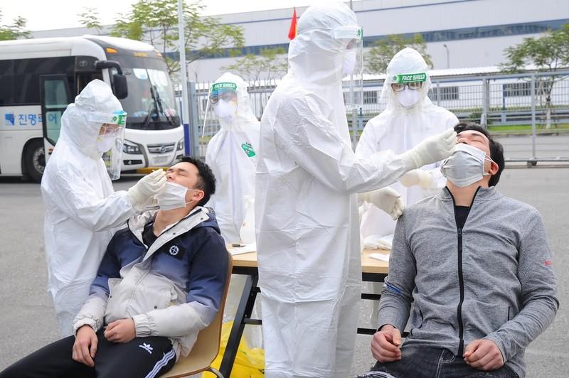 COVID-19 Hai Duong: Xi mang Hoang Thach bi phong toa, nhieu doanh nghiep tam dung-Hinh-3