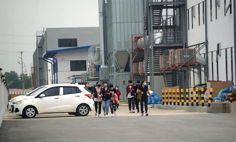 """Kiem tra COVID-19, cong nhan Cty Eastech """"thao chay"""": Xu phat 20 trieu dong"""