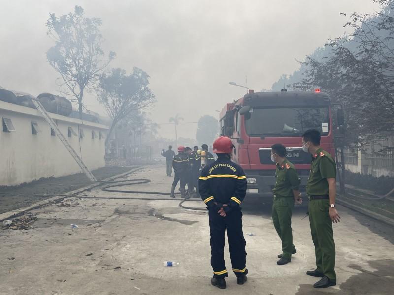 Chay lon tai Cong ty IVORY Thanh Hoa: Hon 400 canh sat tham gia dap lua-Hinh-2