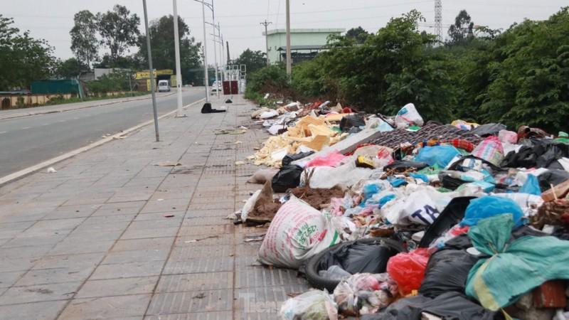 Bai rac tu phat khong lo keo dai tren doan duong 'tram ty' o Ha Noi-Hinh-3