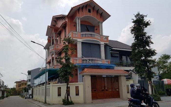 Nguyen Bi thu Thanh uy Hue o nha khong qua dau gia: Trach nhiem neu guong o dau?