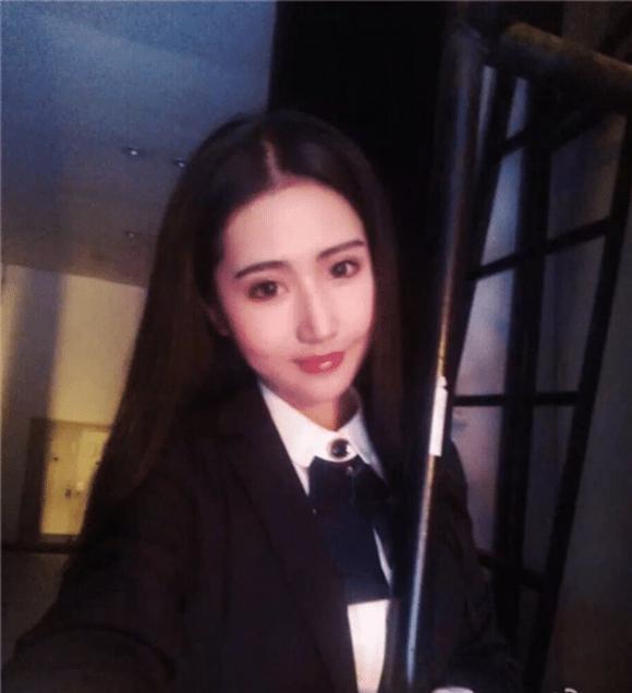 Tin don Phung Thieu Phong ngoai tinh, tang qua dat tien cho hot girl-Hinh-4